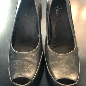 Metallic dress shoes